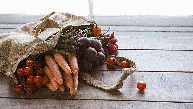 Scopri quali sono gli alimenti che Lifegate consiglia di comprare da agricoltura bilogica