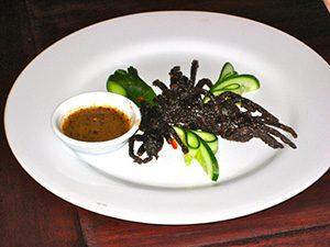Grigliata di ragni e scorpioni con salsa di tabasco.