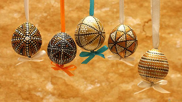 pasqua ortodossa uova colorate, ricette tipiche e liturgia