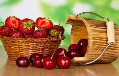 ciliege e fragole frutta di stagione a maggio