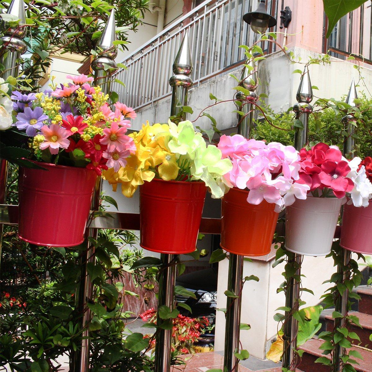 Vasi colorati in metallo per fiori da balcone for Fiori da balcone perenni