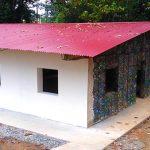 A Panama, il primo eco-villaggio costruito con il riciclo di bottiglie di plastica
