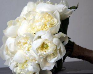 10 bouquet da sposa con i fiori di stagione pi belli for Nomi di fiori bianchi