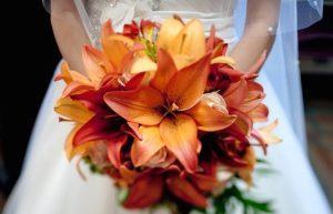 bouquet da sposa gigli fiori di stagione