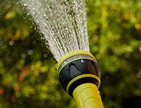 irrigazione come curare prato verde