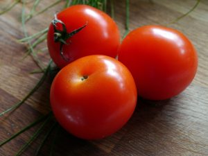 Pomodori verdura di stagione di agosto