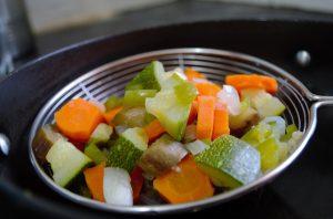 acqua di cottura delle verdure come fertilizzante naturale per orto e fiori