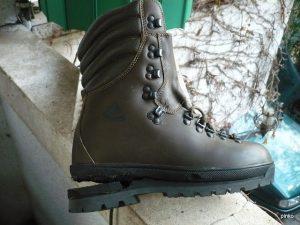 scarpe da trekking con suola scollata