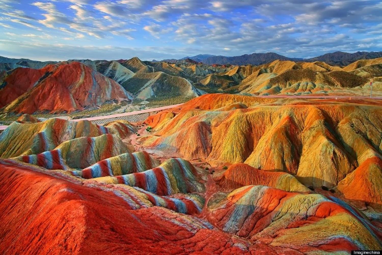 Zhangye Danxia in Cina è uno dei fenomeni naturali più belli del mondo