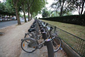 parigi stop alle auto, sì alla mobilità sostenibile