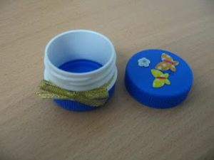 porta pastiglie tappi di plastica riciclati