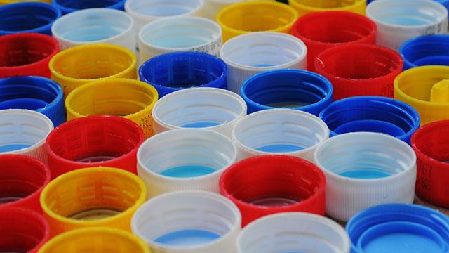 10 idee di riciclo creativo tappi di plastica