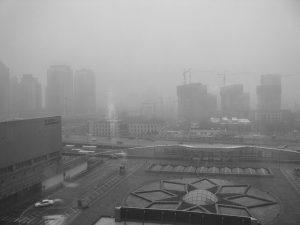 pechino invasa dallo smog e polveri sottili, una torre li cattura e li trasforma in gioielli