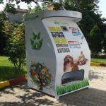 Pugedon: riciclare bottiglie di plastica per donare cibo a gatti e cani abbandonati