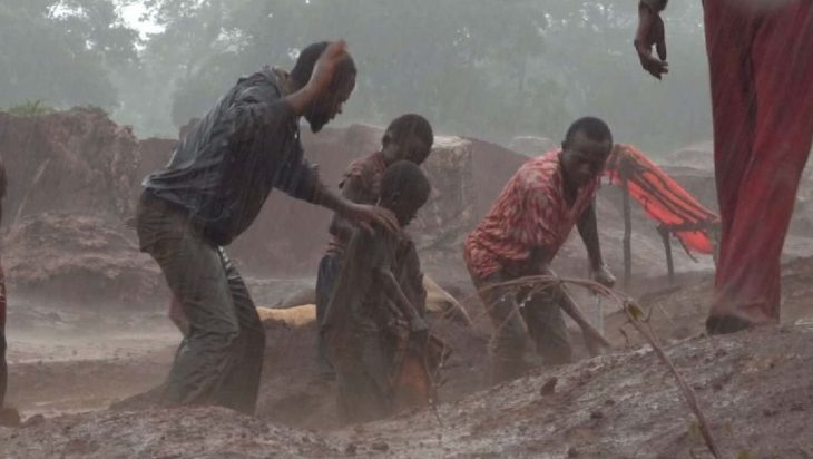 Bambini nelle miniere di cobalto del Congo