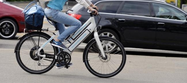 bici elettriche in città bianca
