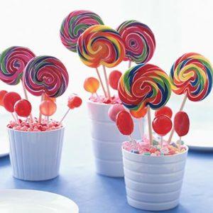 centrotavola fai da te con caramelle colorate