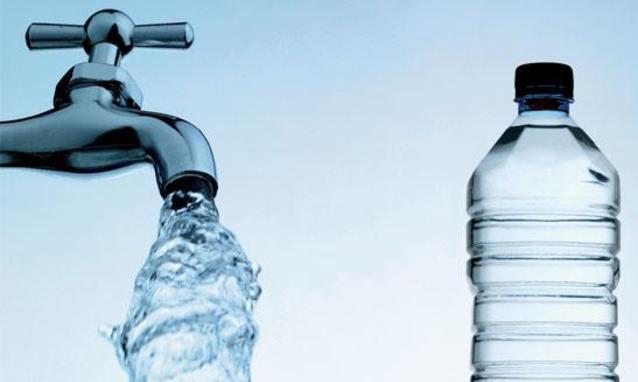 meglio acqua in bottiglia o acqua del rubinetto