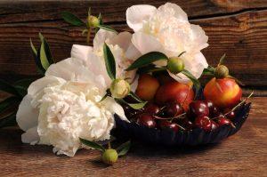 mazzo di fiori e frutti