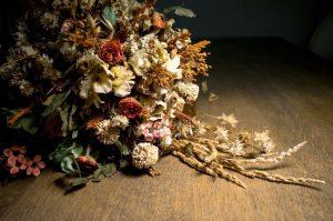 mazzo di fiori freschi e secchi