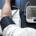 Come abbassare la pressione con metodi naturali: 8 consigli utili