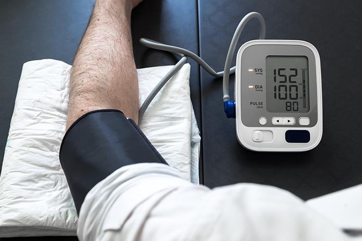 Come abbassare la pressione con metodi naturali: 8 rimedi